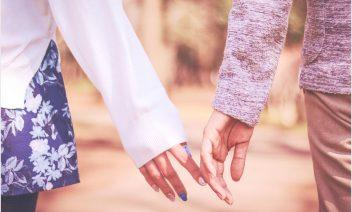 中学生で付き合う場合は何をするの?親には隠すべき?